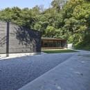稲村ヶ崎の住宅 - 建物と自然からうまれる平屋中庭住宅 -の写真 アプローチ