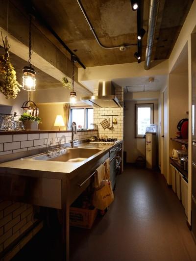 中古物件を購入して自分好みのデザインにリノベーション (プロ仕様のステンレスキッチン)