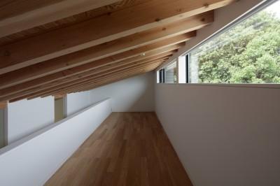 ロフトのゲストスペース (佐倉の別荘 子育て世代の週末住宅)