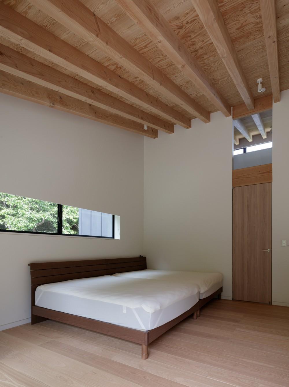 佐倉の別荘 子育て世代の週末住宅 (メインベッドルーム)