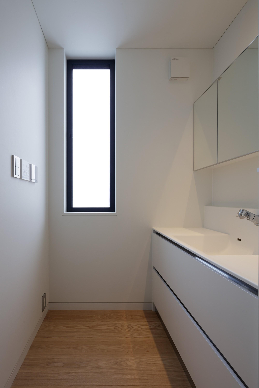 バス/トイレ事例:バスルームの脱衣室(佐倉の別荘 子育て世代の週末住宅)