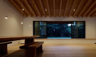 佐倉の別荘 子育て世代の週末住宅 (リビングダイニング)
