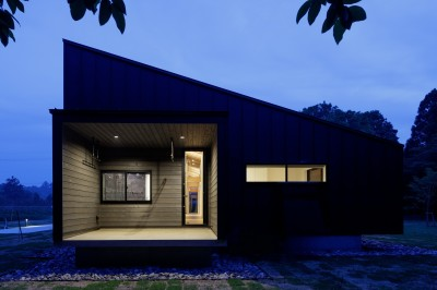 佐倉の別荘 子育て世代の週末住宅 (建物外観(夜景))
