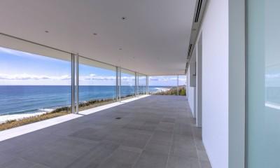 水平線の家 大海原の風景と暮らす家 (絶景のリビングダイニング)