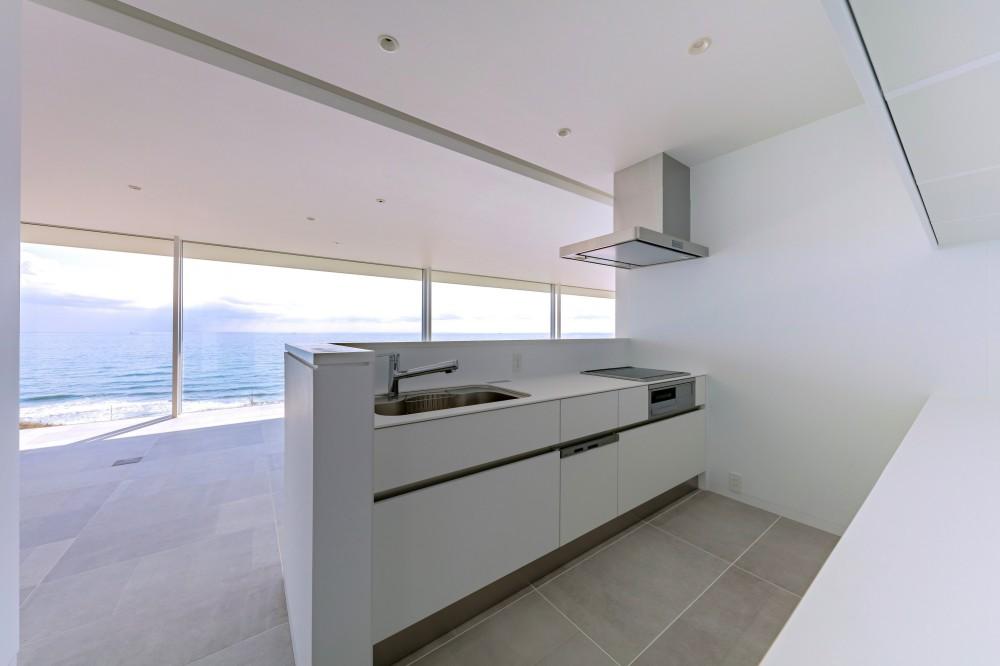 水平線の家 大海原の風景と暮らす家 (絶景のキッチン)