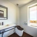 水平線の家 大海原の風景と暮らす家の写真 離れの和室に付属する浴室