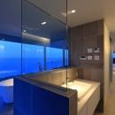 水平線の家 大海原の風景と暮らす家の写真 夕景のバスルーム