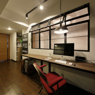 洋室の間仕切りを取ったワークスペース (遊び心のきいたカフェ風空間)
