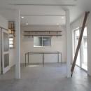 多用途なオープンスペースの家の写真 1階のホール