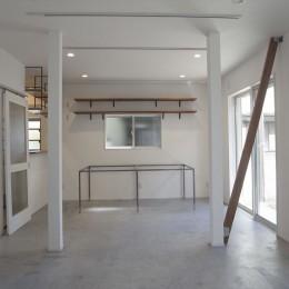 多用途なオープンスペースの家 (1階のホール)