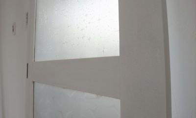 多用途なオープンスペースの家 (レトロな建具)