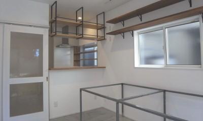 多用途なオープンスペースの家 (リビングダイニング)