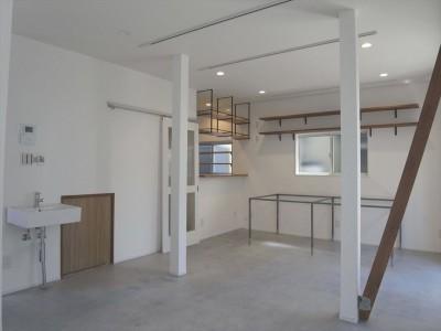 リビングダイニング (多用途なオープンスペースの家)