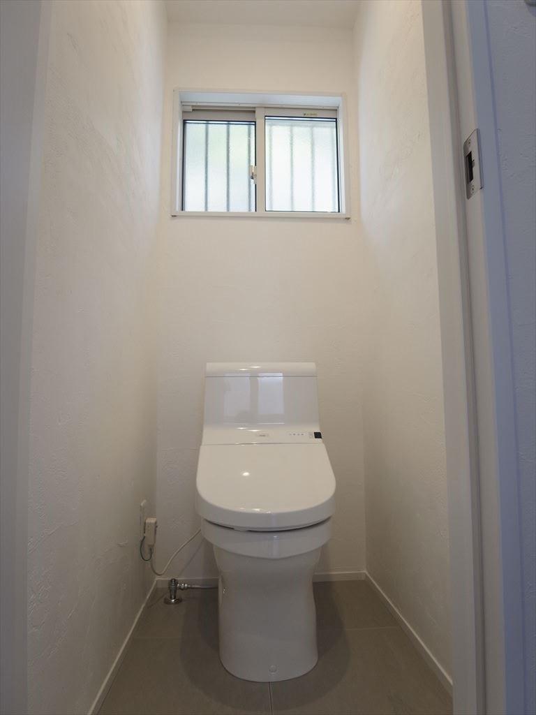 多用途なオープンスペースの家 (トイレ)