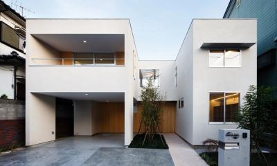 二世帯の生活を中庭が繋ぐ( 大東の家 )