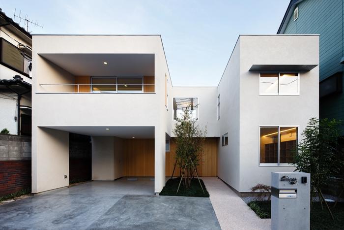 二世帯の生活を中庭が繋ぐ( 大東の家 )の部屋 外観