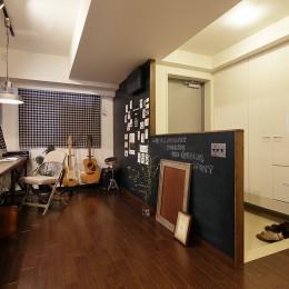 遊び心のきいたカフェ風空間 (オープンスタイルですっきりとした玄関)
