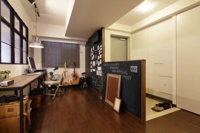 オープンスタイルですっきりとした玄関 (遊び心のきいたカフェ風空間)
