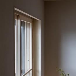 リビングの窓 (盛岡の家)