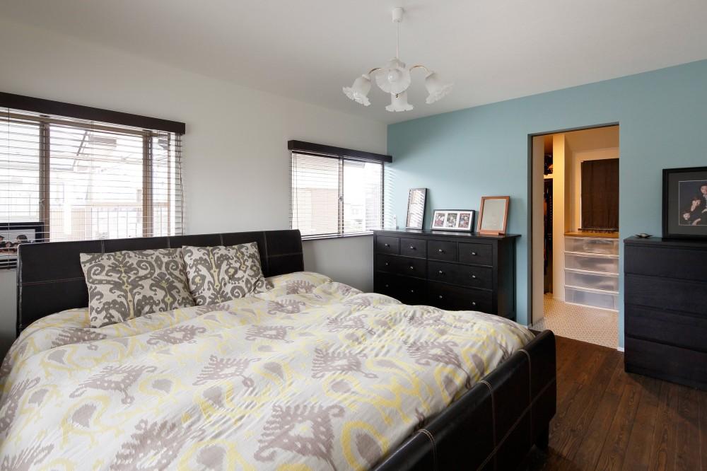 二世帯住居を単世帯にリノベーション (やさしい色づかい ペールカラーの寝室)