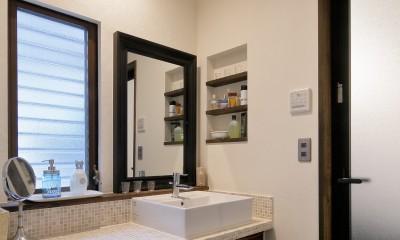 二世帯住居を単世帯にリノベーション (上品で清潔な洗面室)