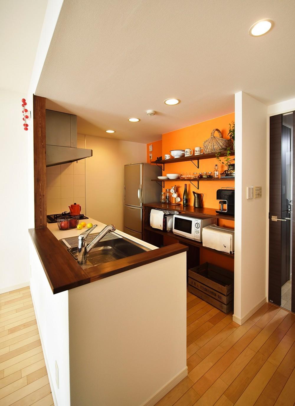 単身リノベはリラックスできる癒し空間 (既存の設備をそのまま活かしたキッチン)