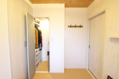洋室 (自然素材でハワイアン&充実した収納プラン)
