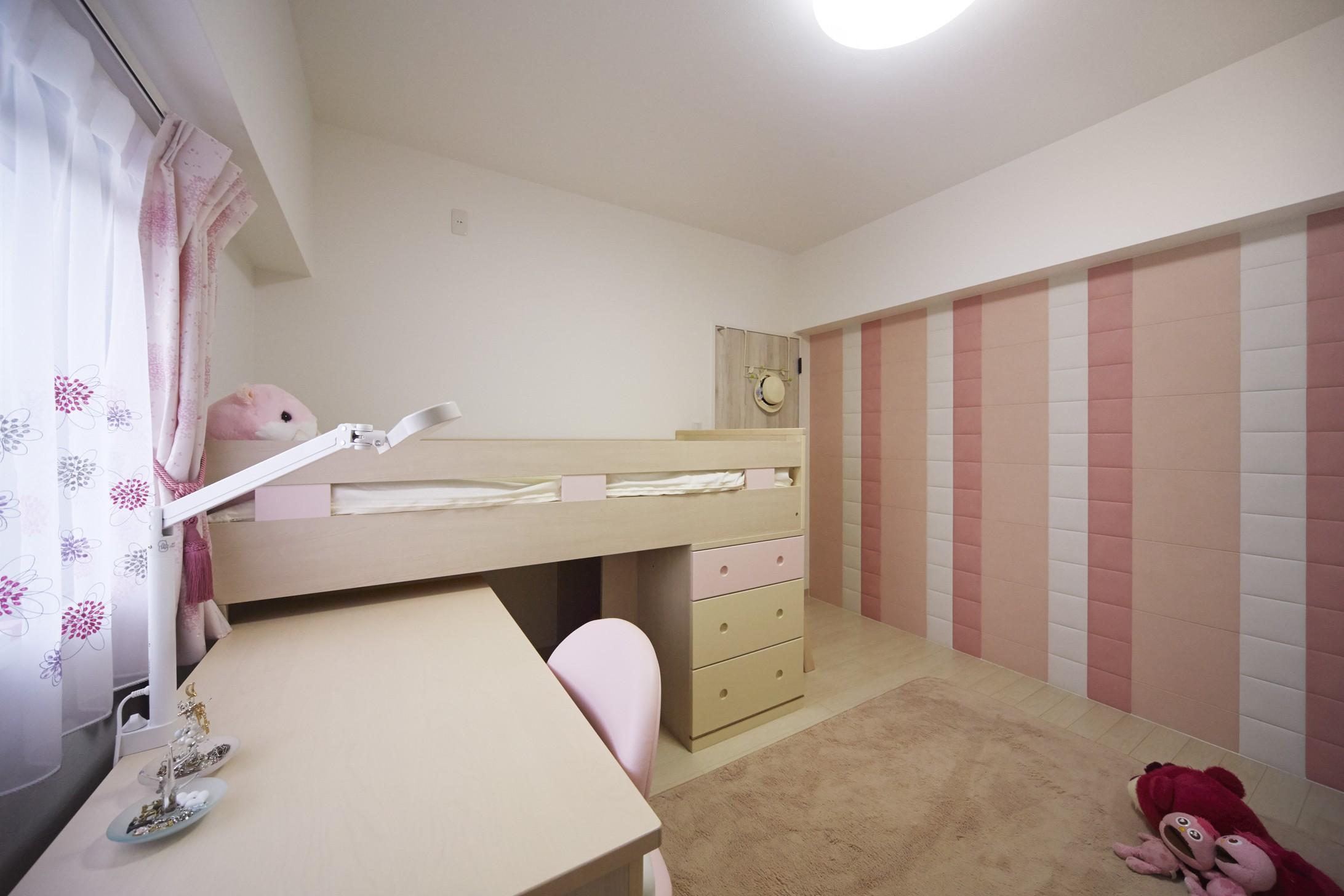 子供部屋事例:ピンクのアクセントが映える子ども部屋(お子様が喜ぶアイデアいっぱいの楽しいお家)