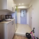 お子様が喜ぶアイデアいっぱいの楽しいお家の写真 明るく収納力もアップした玄関