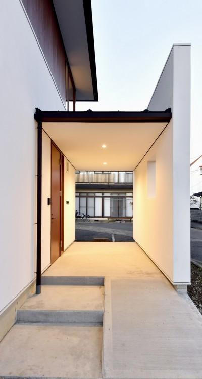玄関ポーチ (『七瀬中町の家』)