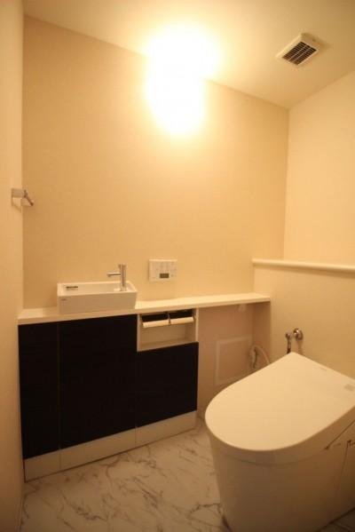 トイレ (高級感あふれる、フルフラット対面キッチン)