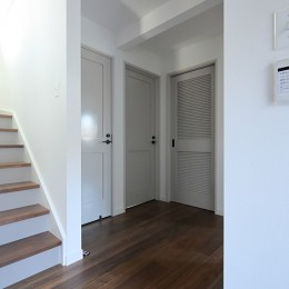 S邸 (階段、廊下、オリジナル建具)