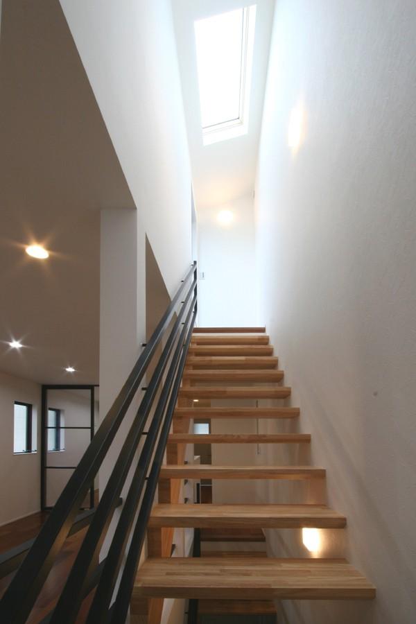 黒の家 (階段)