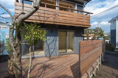 ウッドデッキとバルコニー (五つ葉の家|狛江市(注文住宅))