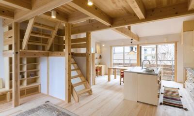 五つ葉の家|狛江市(注文住宅) (2F LDK 大きな窓と吹き抜けで広々空間。)