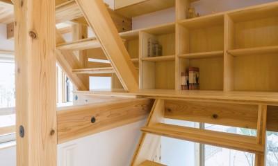 造作階段・本棚|五つ葉の家|狛江市(注文住宅)