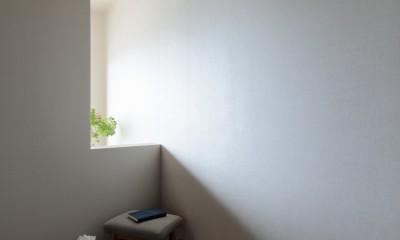 白金台N邸  光を取り込む斜めリビングの家 (光と陰を楽しむ寝室)