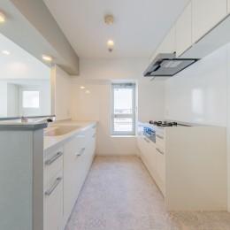 グレーを基調としたシャビーシックの空間 築34年マンション×リノベーション (キッチンスペース①)