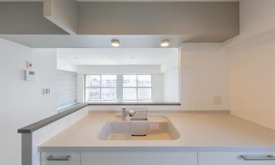 グレーを基調としたシャビーシックの空間 築34年マンション×リノベーション (キッチンスペース②)