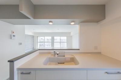 キッチンスペース② (グレーを基調としたシャビーシックの空間 築34年マンション×リノベーション)
