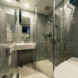 クリエイティブな職業の方向けマンション/可動する書斎のあるお部屋 (洗面/シャワールーム)