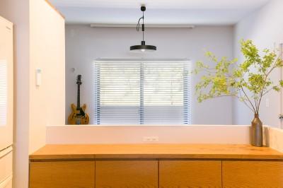 lazo~四季を感じるマドと日当りの良いマド。どちらも楽しめる心地よい住まい~ (キッチンから北側の眺望(抜け感))