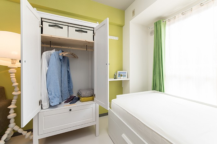 男性単身者向けのマンション/狭さを感じさせないワンルーム (ベッドルーム)