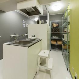 男性単身者向けのマンション/狭さを感じさせないワンルーム (キッチン)