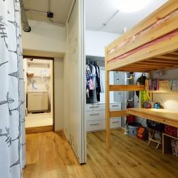 デスク・ベット・クローゼットのみのコンパクトな子供部屋 (念願だった大空間LDK)