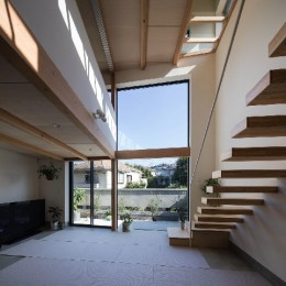室内縁側の家 La Casa Intorno del Patio -by mcja