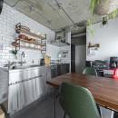 木とコンクリートの自然体な暮らしの写真 キッチン