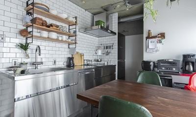 木とコンクリートの自然体な暮らし (キッチン)