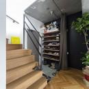 木とコンクリートの自然体な暮らしの写真 玄関