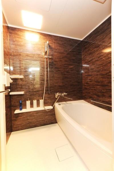 浴室 (段差をなくし、日々ストレスフリーに)